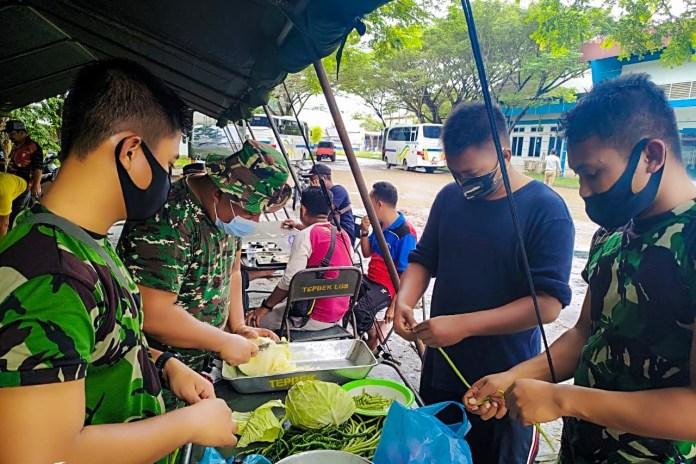 TNI Buka Dapur Umum Bantu Korban Banjir di Aceh Timur