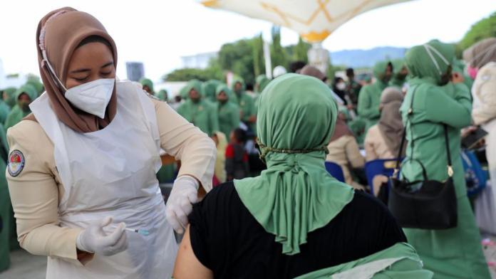 Vaksinasi Massal, 2.468 Orang Disuntik Vaksin Covid-19 di Masjid Raya Baiturrahman