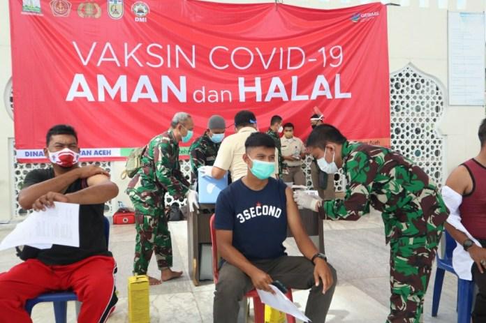 Atlet dan Pelatih Pelatda KONI Aceh Divaksinasi di Masjid Raya Baiturrahman