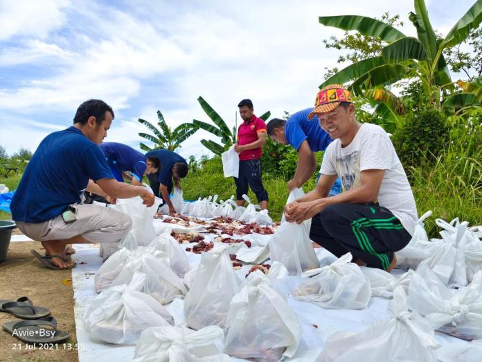 IKAT Aceh Bagikan 210 Paket Daging Kurban