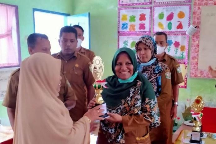 Ani, Guru SDN Meunasah Mesjid Laweung Terpilih Sebagai Guru Berprestasi