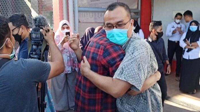 Video Suasana Haru Sambut Saiful Mahdi Bebas dari Penjara Usai Dapat Amnesti Jokowi