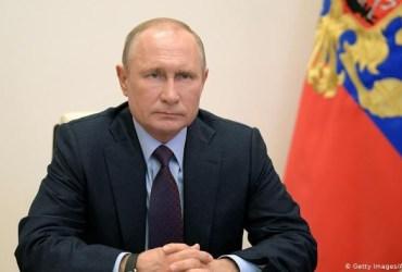Rusia berhasil menciptakan dan meregristrasi vaksin corona pertama di duniapertama diregristrasi