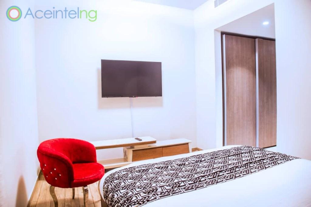 2 bedroom apartment for short let in Eko atlantic city - bed