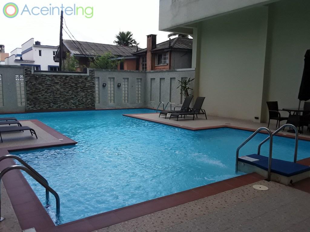 4 bedroom flat for rent in Ikoyi - off Alexander - swimming pool