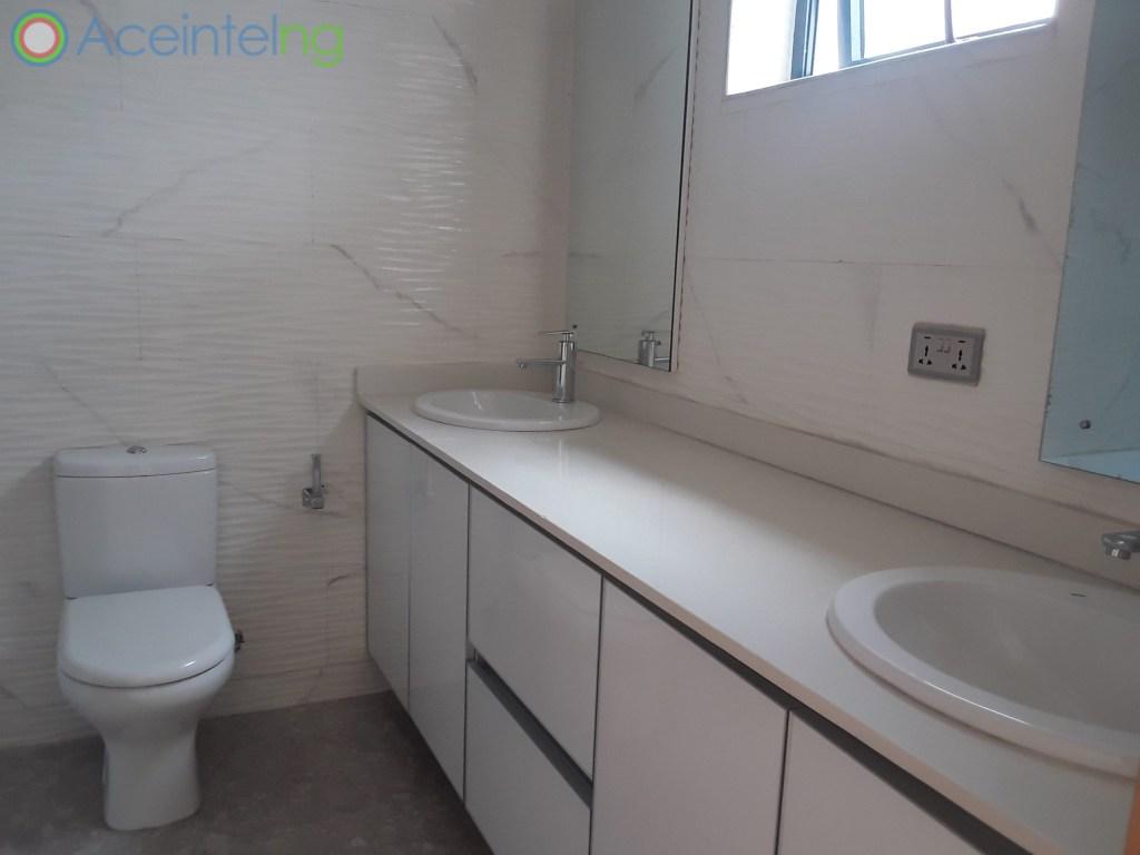 5 bedroom duplex for rent in banana Island ikoyi - toilet