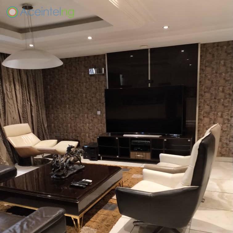 3 bedroom flat for short let in 1004 VI - setting room