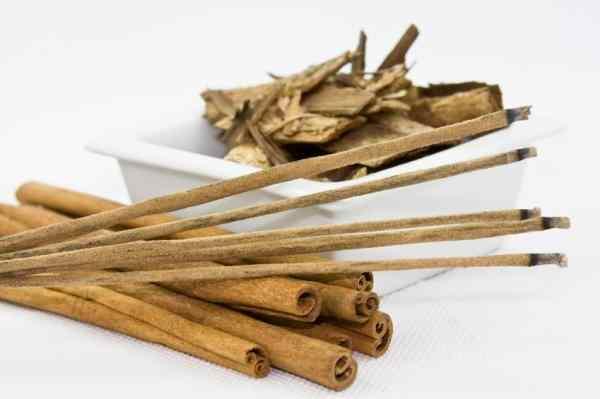 aromaterapia con aceite esencial de sandalo