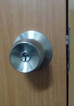 一軒家・一戸建て玄関 鍵開け・鍵交換