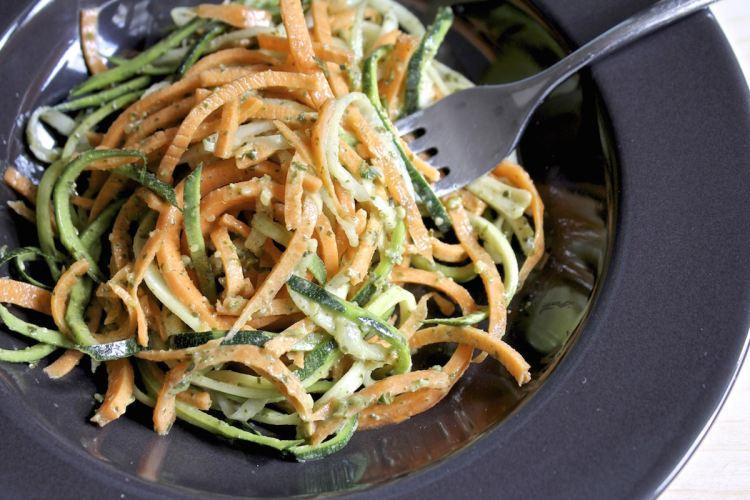 Spaghetti di verdure al pesto