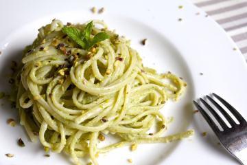 linguine al pesto di zucchine e pistacchi