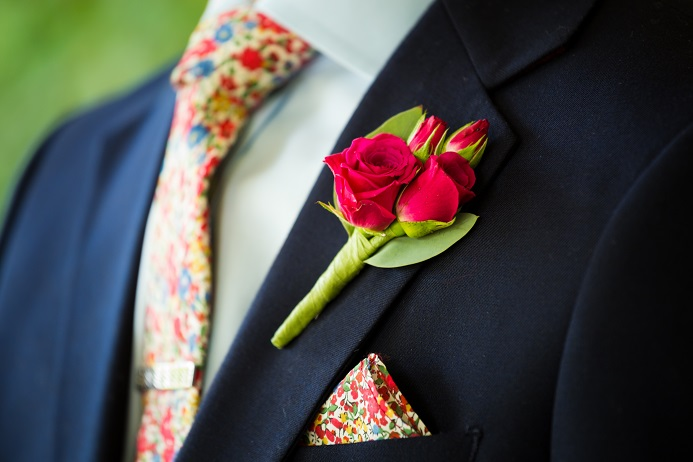 red-spray-rose-boutonniere2