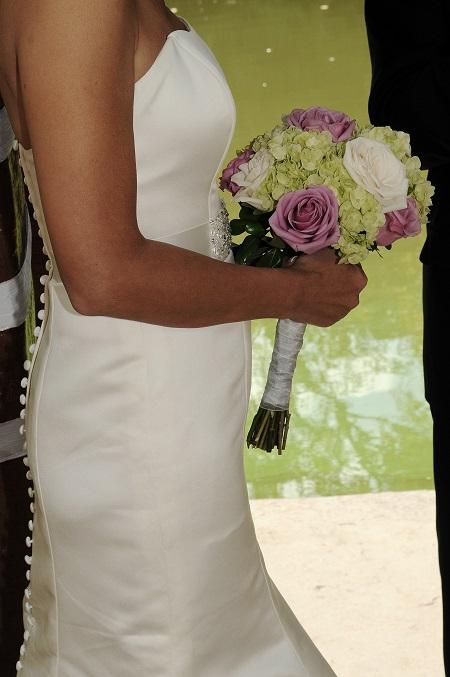 bridal-bouquet-lime-green-hydrangeas