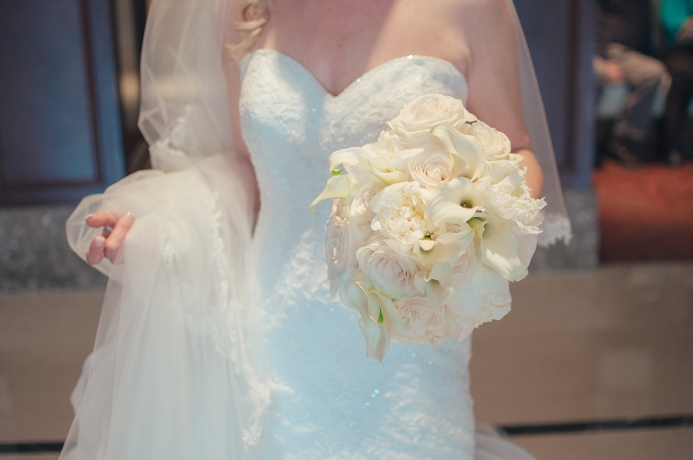 ivory-bridal-bouquet-peonies-roses-calla-lilies
