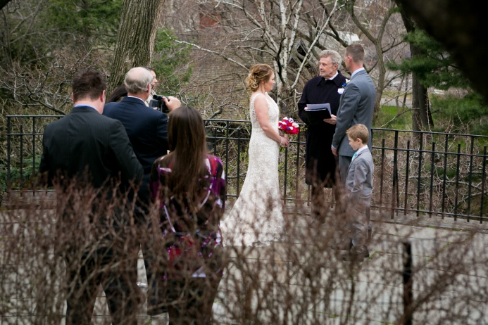 intimate-wedding-at-shakespeare-garden (11)