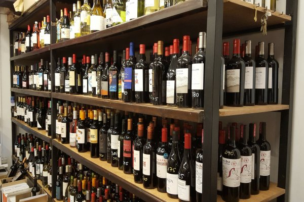 12 vinos de la primera góndola de la izquierda