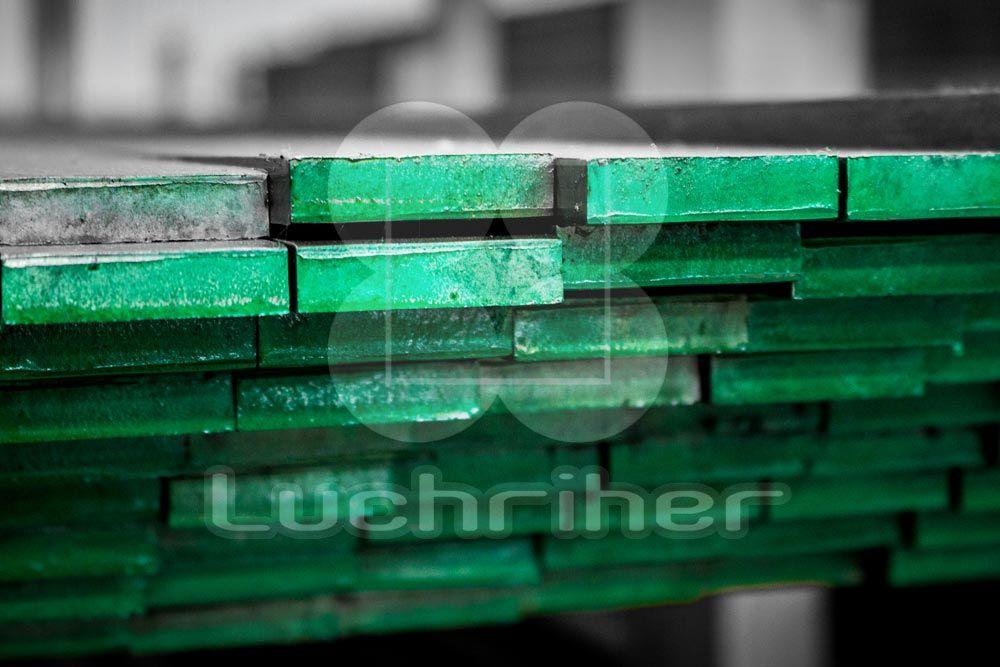 Solera muelle o también conocido como acero muelle es una variedad de acero capaz de soportar altos esfuerzos y recuperar rápidamente su forma inicial.
