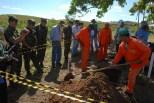 """GUerrilha do Araguaia.TÈcnicos forenses medem escavaÁıes. Ontem os peritos chegaram a encontrar pedaÁos de ossos posteriormente identificadas como ossos de animaisPeritos encerram as pesquisas em ·rea conhecida como Taboc""""o.ApÛs quase 40 anos o ministÈrio da defesa com o exÈrcito acompanhados com tÈcnicos forenses, polÌcia federal e parentes de desaparecidos durante a guerrilha do Araguaia e fazem uma sÈrie de 5 encontros na regi""""o do conflito para tentar localizar corpos de desaparecidos. Entre os dez locais selecionados pelo exÈrcito, que ser""""o pesquisados no decorrer deste ano os peritos verificam ·rea conhecida na regi""""o como Taboc""""o.16/08/2009Foto Paulo SantosS""""o Domingos do Araguaia, Par·, Brasil"""