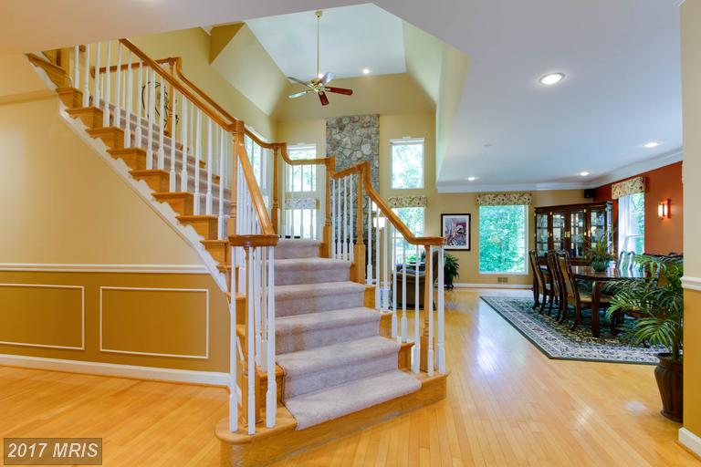 12712 Melville Lane, Fairfax, VA - Curved Staircase