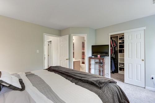 6962 Village Stream Place, Gainesville VA 20155 - Large Closet