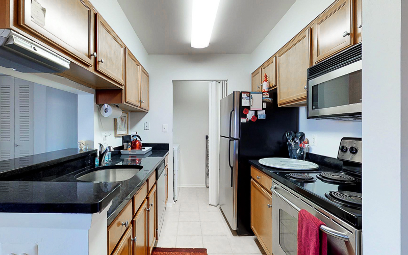ParcReston Condo Unit J - Kitchen