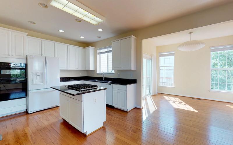 12943 Wood Crescent Circle, Herndon - Kitchen