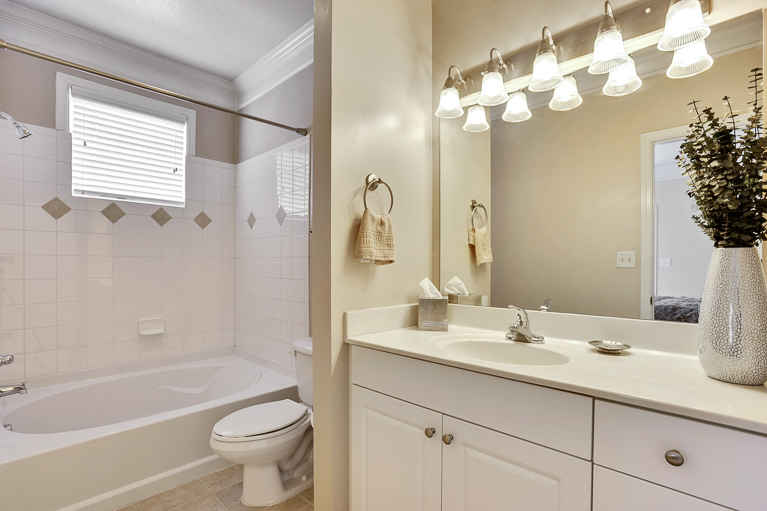 507 Sunset View  Ter. SE #203 ​Leesburg, VA - Master Bath 2