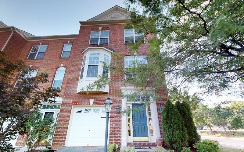 12943 Wood Crescent Circle, Herndon - 3 Level Townhome
