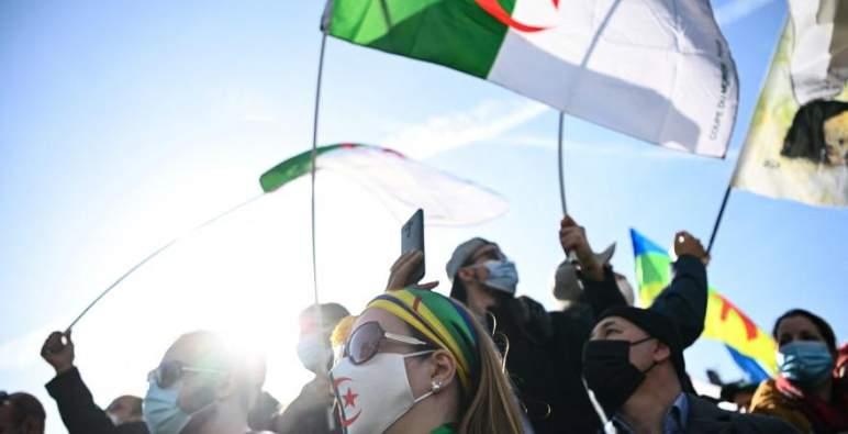الجزائريون يخرجون مجددا إلى الشوارع للمطالبة برحيل النظام