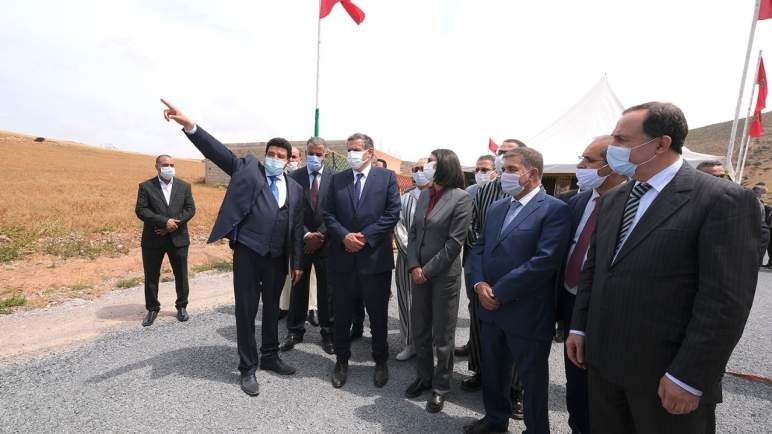 أخنوش ونادية فتاح العلوي يطلعان على تنفيذ برنامج تنمية واحة أيت منصور تيزنيت