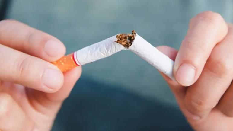 لماذا يجب التوقف عن التدخين بعد تلقي لقاح (كورونا)؟