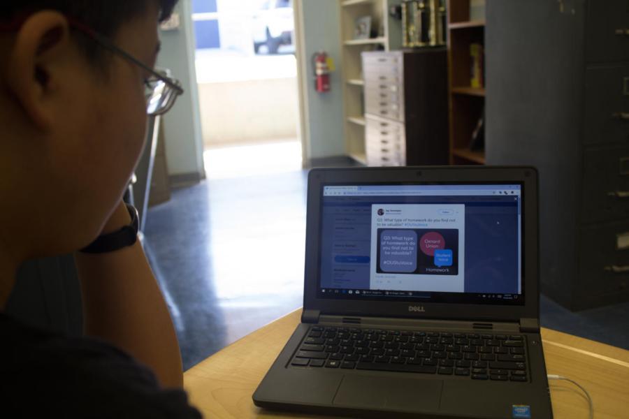 Staff+Writer+Edward+Wang+visits+the+%23OUStuVoice+Twitter+page.%0A%0APhoto+by%3A+Ian+Lattimer