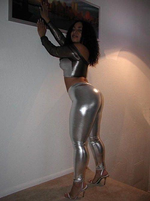 Tight Pants (60 pics)