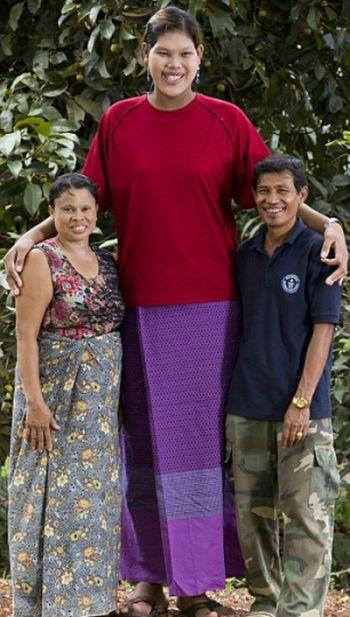 The World's Tallest Teen (8 pics)