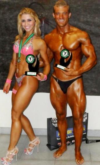 Paulo Monnerat ao lado da atleta Fernanda Silvestro, campeã da categoria Toned