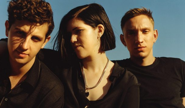 The xx – 'On Hold'