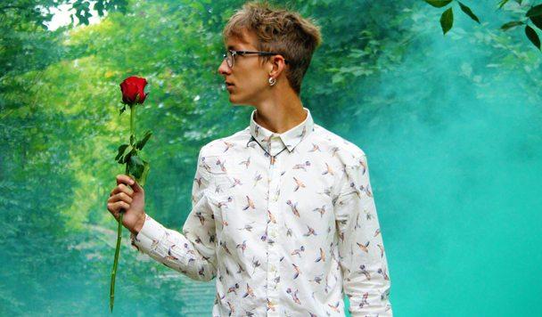 Leonell Cassio – Me 4 Me (ft. Julia Mihevc)