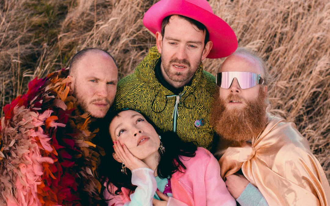 Little Dragon – 'Hold On'
