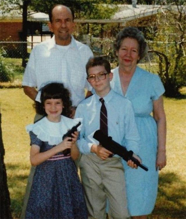 The-21-Most-Awkward-Family-Photos16