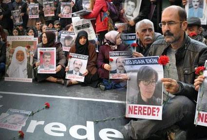 Ankara'da kendilerini polis olarak tanıtan kişilerce gözaltına alınan Özgür Gün TV programcısı ve Sur Belediye Meclis Üyesi Müjgan Ekin