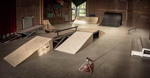 Skatehalle groß