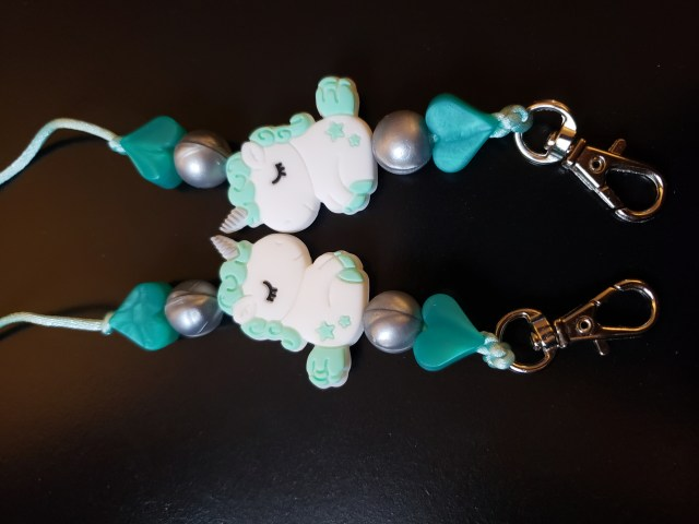 Mask lanyard with green heart and unicorn beads