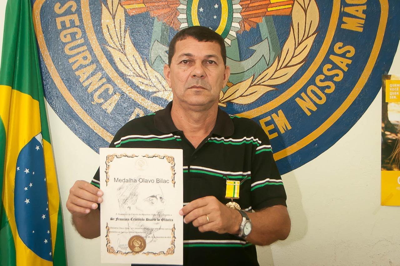 Secretário da Junta Militar de Tarauacá recebe prêmio de destaque- medalha Olavo Bilac