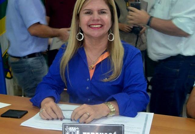 Prefeita Marilete sanciona lei que beneficia servidor portador de necessidades especiais