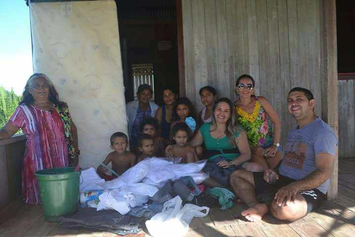 TARAUACÁ: Secretária Deise Figueiredo encara lama do Ramal e leva assistência para crianças que perderam a mãe