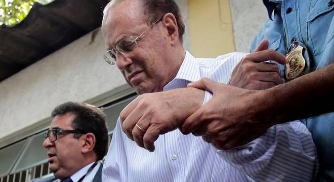 Aos 86 anos, doente e de fraldão, Maluf deve continuar na cadeia?