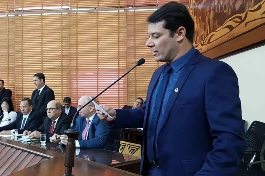 Ex-governadores não devem nem cogitar direito de pensões pagas pelo Estado, diz Duarte