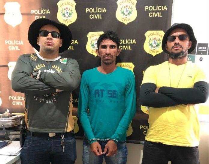 """Polícia prende homem que matou ex-esposa com 22 facadas em Tarauacá:""""Ela xingou a minha mãe"""""""
