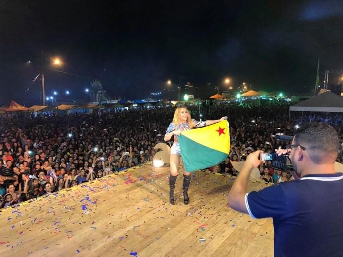 Show de Joelma encerra festival do Açaí com grande público