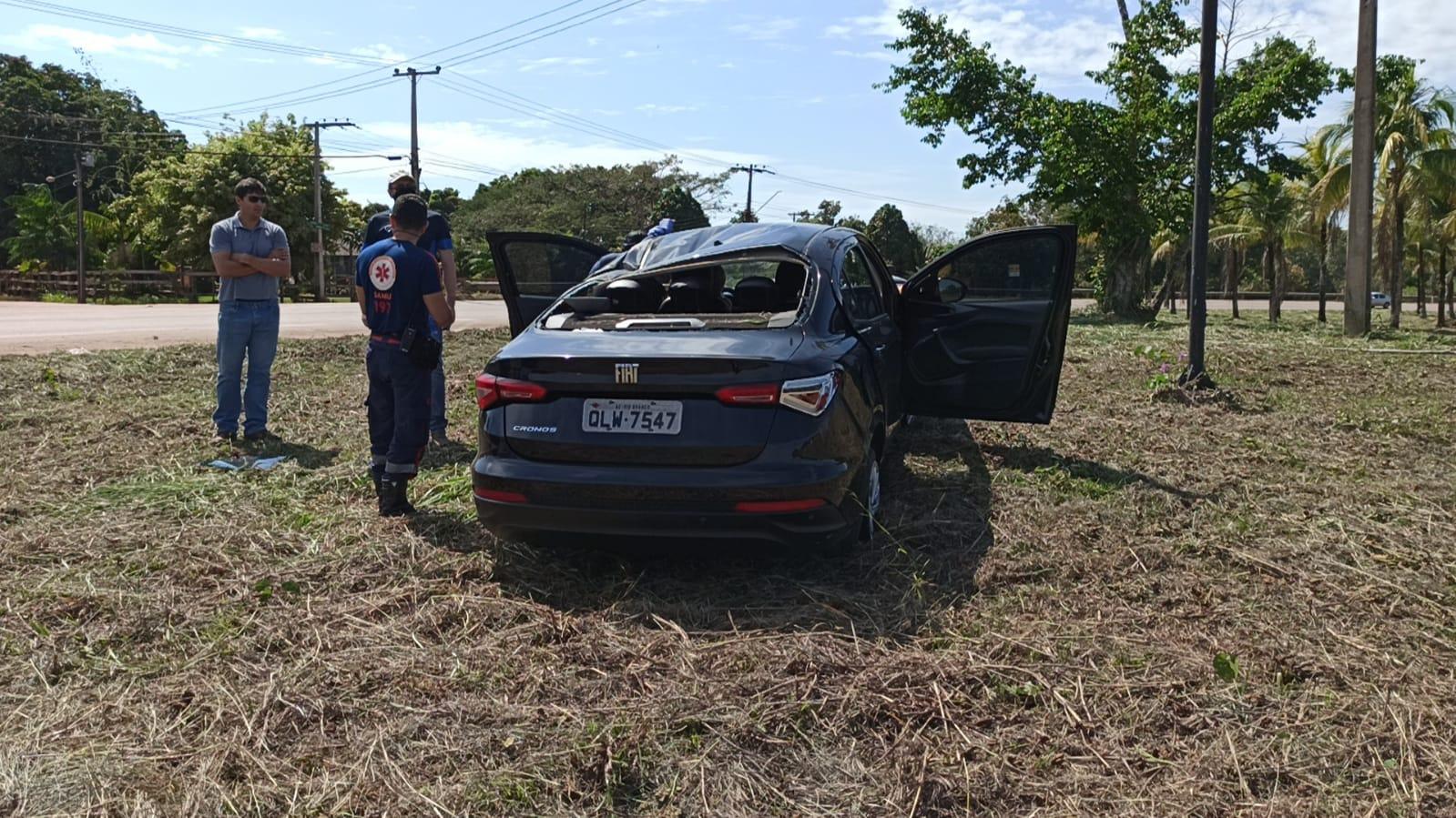 Veículo perde o controle e capota várias vezes na Rodovia AC-40